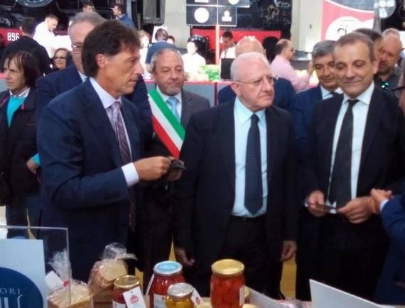 Eruzioni del gusto 7 Il presidente De Luca visita gli stand 570
